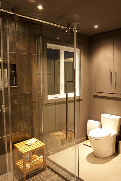 Installation de douche en céramique